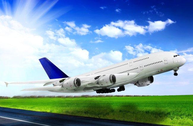 Un avion care zbura de la Bucureşti la Dublin, deviat. Ce s-a întâmplat în timpul zborului