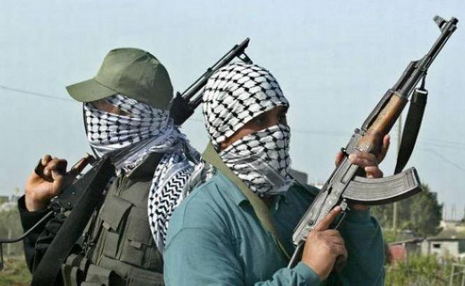 Al Qaeda a preluat controlul asupra unei baze militare din Yemen. 7 soldaţi au murit în schimbul de focuri