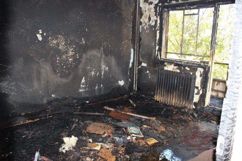 Doi bătrâni au murit după ce buteliile le-au explodat în casă. Tavanul s-a prăbuşit peste ei