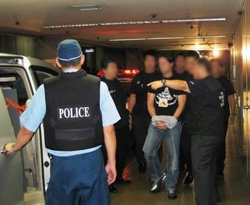 Doi români, căutaţi de Interpol. Au ameninţat că vor DECAPITA elevele unei şcoli militare din Marea Britanie