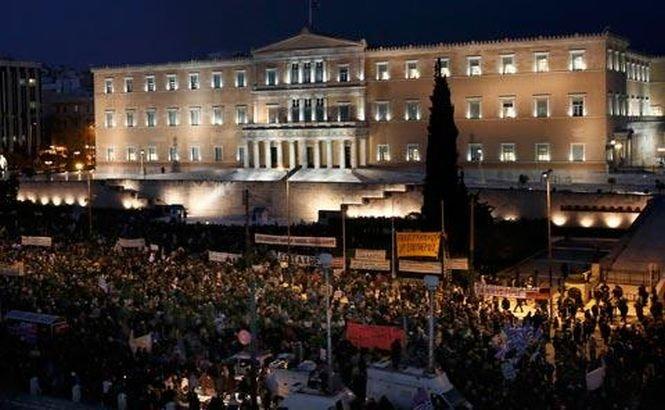 """Grecia. """"Faliţi, dar liberi!"""" Demonstraţii de amploare împotriva măsurilor de austeritate"""