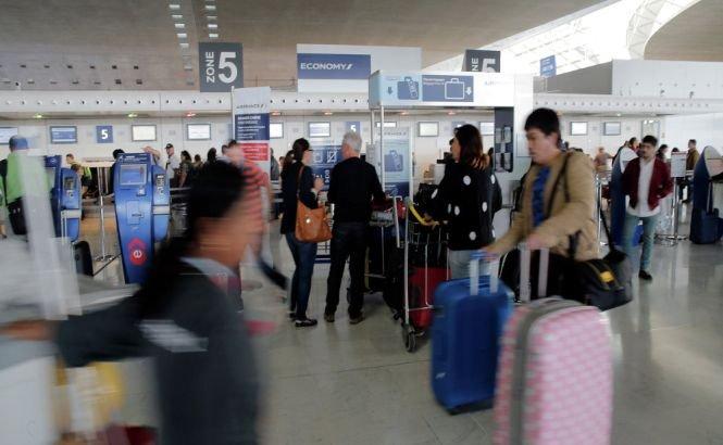 O grevă a muncitorilor provoacă HAOS pe aeroporturile din Paris. Sunt aşteptate întârzieri semnificative şi curse anulate