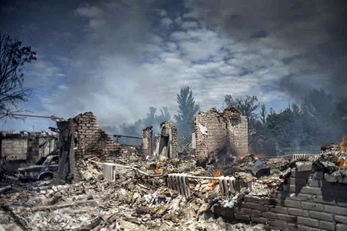 Bombardamente la Doneţk şi Lugansk, în pofida acordului de pace de la Minsk