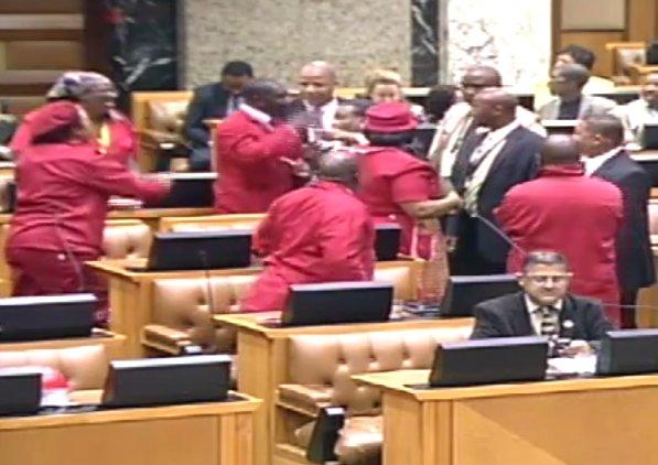 Preşedintele ţinea discursul despre starea naţiunii, dar parlamentarii s-au luat la bătaie