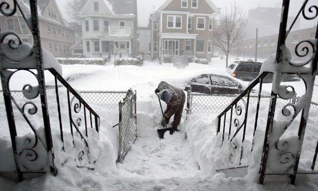 Cantităţi uriaşe de zăpadă i-au înnebunit pe americani. E a patra furtună care loveşte nord-estul ţării