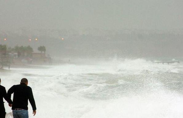 COD GALBEN de vânt puternic în judeţele Constanţa şi Tulcea, marţi dimineaţă