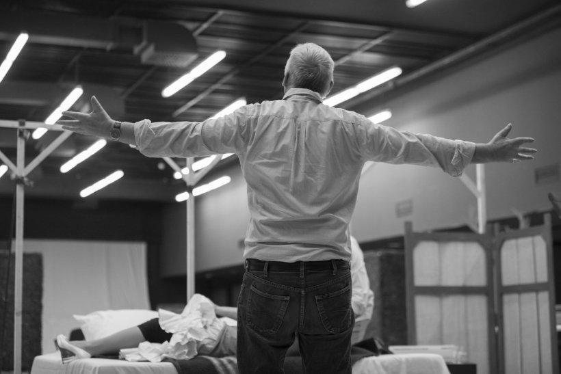 """Premieră la Opera Națională București:  """"Falstaff"""", în regia lui Graham Vick, unul dintre cel mai importanți regizori de operă din lume"""