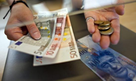 BNR: Euro a urcat la 4,45 lei, iar francul a coborât  la 4,1623 lei