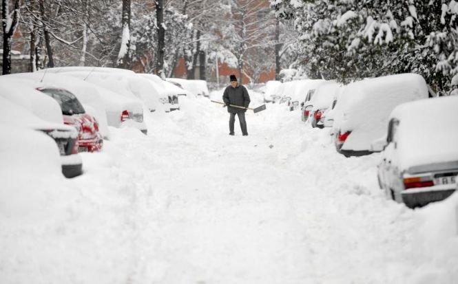 Frig polar şi furtuni de zăpadă în estul Statelor Unite. Patru persoane au murit pe drumurile înzăpezite