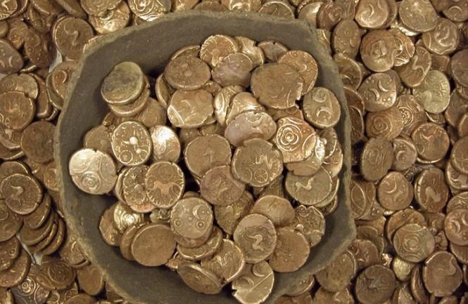 O colecţie rară de monede din aur, vechi de 1.000 de ani, descoperită de arheologii israelieni