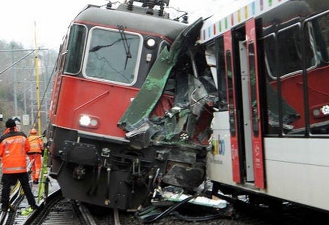 Accident feroviar în Elveţia. Cel puţin 50 de persoane au fost rănite