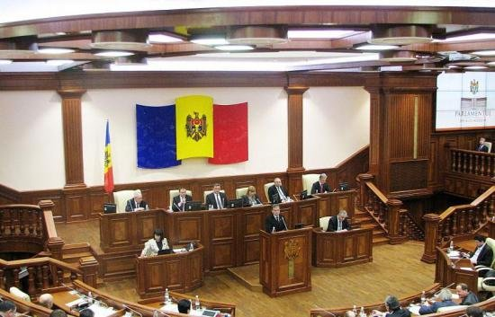 """Scandal la Chişinău, după votarea noului guvern. """"Totul a fost posibil prin apropierea de comunişti"""""""