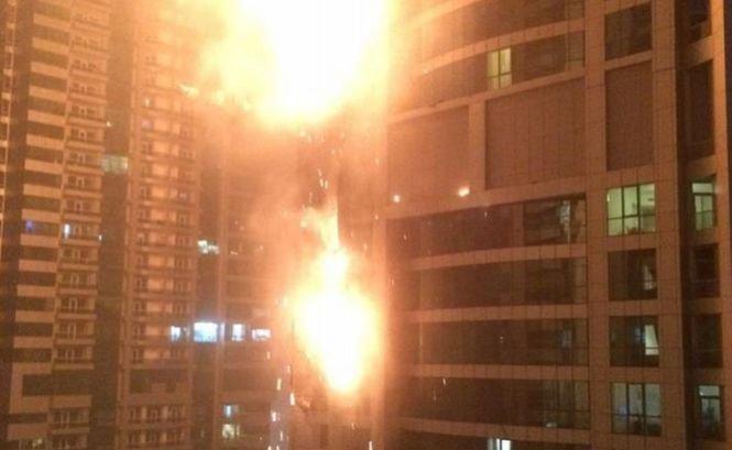 Un puternic incendiu a provocat panică în Dubai
