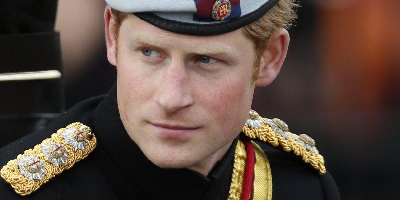 Prea frumos să fie adevărat. Cu cine se iubeşte prinţul Harry. Casa Regală nu a confirmat zvonul
