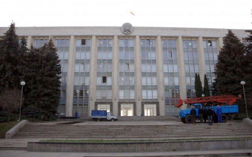 Radio Europa Liberă: Sistemul politic disfuncţional din Republica Moldova ar putea fi un cadou pentru Moscova