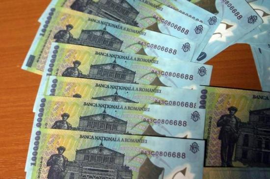 Câştigul salarial mediu net lunar ar putea creşte cu 5,9% în 2015, la 1.759 lei