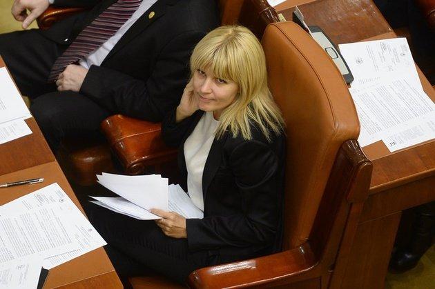 Elena Udrea s-a plâns de sistemul de care ea şi Băsescu l-au creat în ultimii 10 ani. A fost prinsă în propria-i capcană