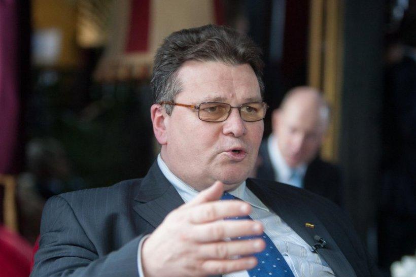 """Occidentul, criticat pentru reacţii """"foarte slabe"""" faţă de violările acordului de la Minsk"""
