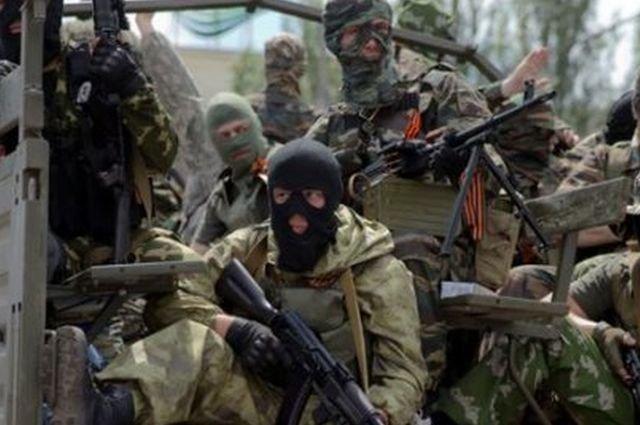 Separatiştii susţin că au început retragerea armamentului greu, dar Kievul afirmă că ei de fapt se regrupează