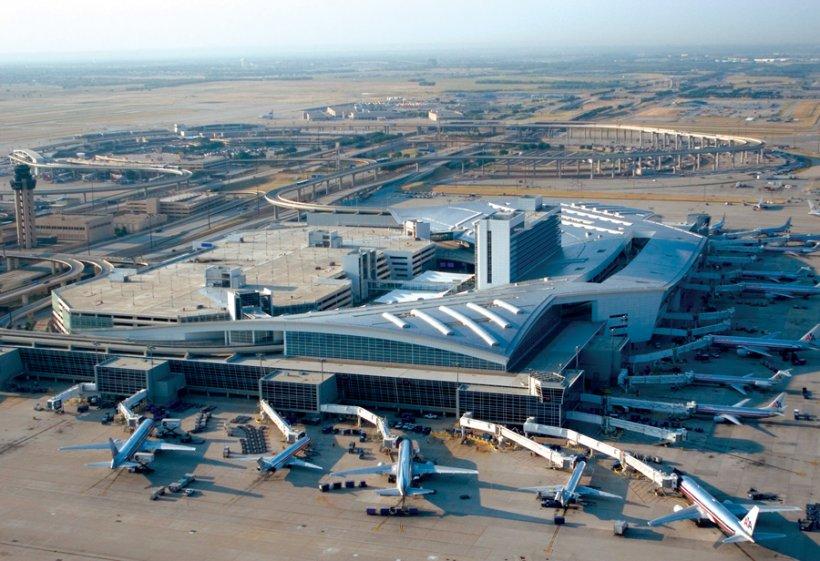 Un avion a ieşit de pe pistă pe aeroportul din Dallas