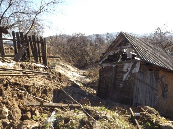 Oamenii dintr-o localitate mehedinţeană, în pericol de a fi înghiţiţi de pământ