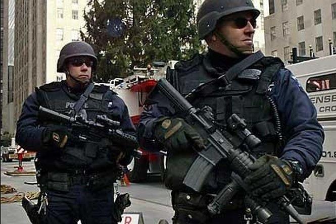 Trei islamişti care voiau să deturneze un avion de pasageri au fost arestaţi în SUA