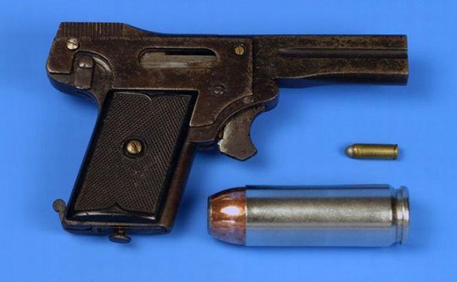 Kolibri, una dintre cele mai mici arme fabricate vreodată