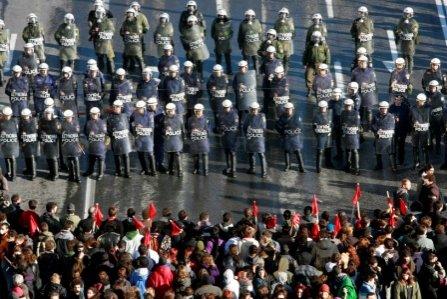 Proteste violente la Atena, pentru prima oară de la instalarea noului guvern. Astăzi se anunţă o manifestaţie mult mai amplă