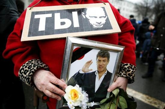 Petro Poroşenko l-a decorat postum pe Boris Nemţov cu Ordinul Libertăţii