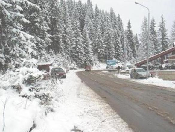 COD ROŞU de zăpadă şi vânt puternic. Turiştii, atenţionaţi să evite zonele afectate