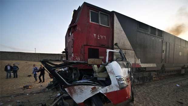 Accident GRAV în Egipt! Un tren a spulberat un autobuz plin cu copii
