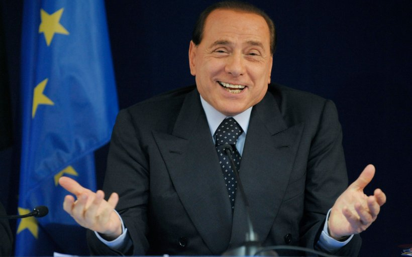 """Silvio Berlusconi se plângea la telefon de femeile care se îndrăgosteau de el: """"Asta a fost mereu problema mea"""""""