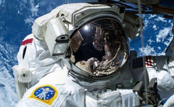 După 169 de zile petrecute în spaţiu, cosmonauţii de pe SSI revin cu picioarele pe Pământ
