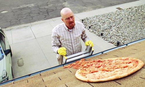 """Creatorul serialului """"Breaking Bad"""": Nu mai aruncaţi pizza pe acoperiş!"""