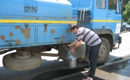 Apã distribuitã cu cisterna la Gãeşti, dupã ce apa din reţeaua de alimentare a fost contaminatã