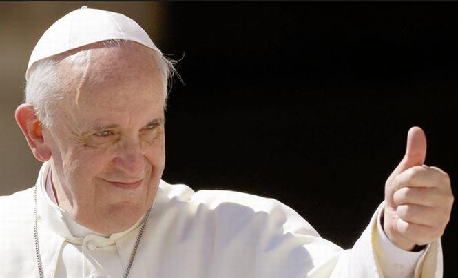 Detalii inedite despre viaţa Papei Francisc. Cum s-a îndrăgostit nebuneşte de o brunetă frumoasă