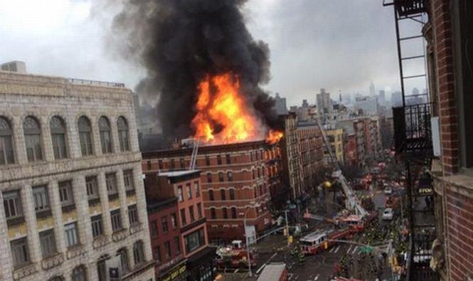 Explozie puternică în New York. O clădire cu 5 etaje s-a prăbuşit