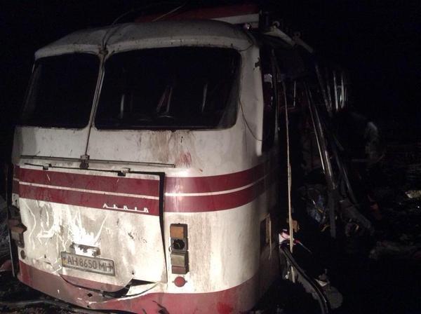 Patru morţi şi 17 răniţi după ce un autobuz a lovit o mină de teren în regiunea Doneţk