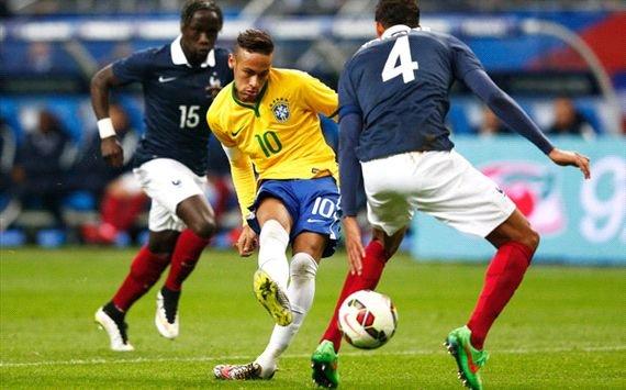 Brazilia învinge Franţa, 3 - 1, într-o partidă amicală