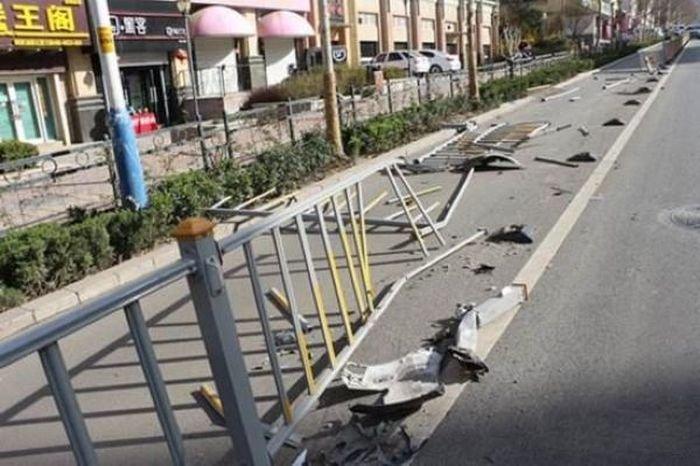 O şoferiţă BEATĂ criţă a făcut dezastrul acesta. Cum a reacţionat când poliţiştii i-au deschis portiera maşinii