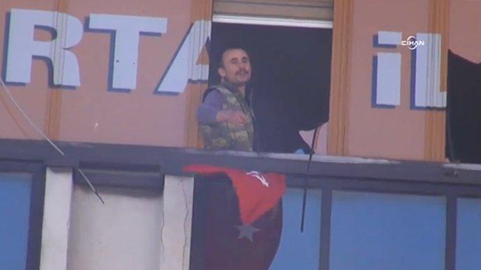 Turcia. Două persoane înarmate au pătruns în sediul partidului de guvernământ din Istanbul (VIDEO)