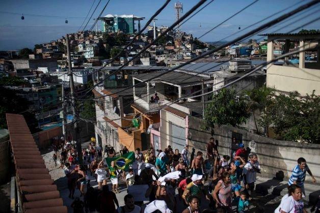 Proteste violente la Rio de Janeiro, după ce un băiat de 10 ani ar fi fost ucis de poliţie