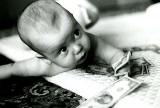 Patru români au fost condamnaţi la închisoare pentru că au vândut bebeluşi