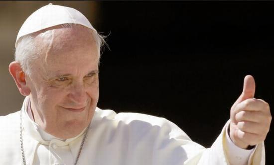 iPad-ul Papei Francisc s-a vândut la licitaţie pentru 30.000 de dolari
