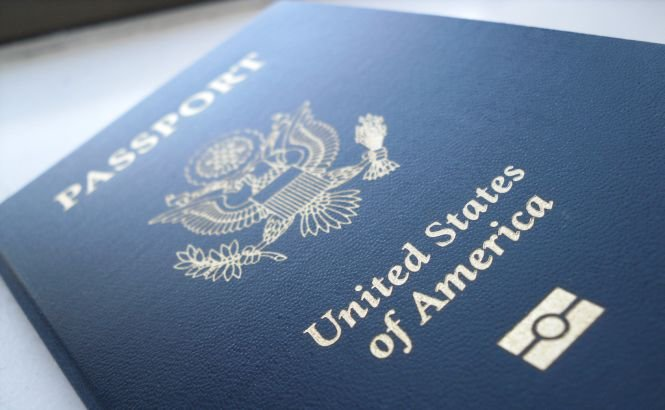 O treime dintre americanii care trăiesc în afara SUA vor să renunţe la cetăţenie