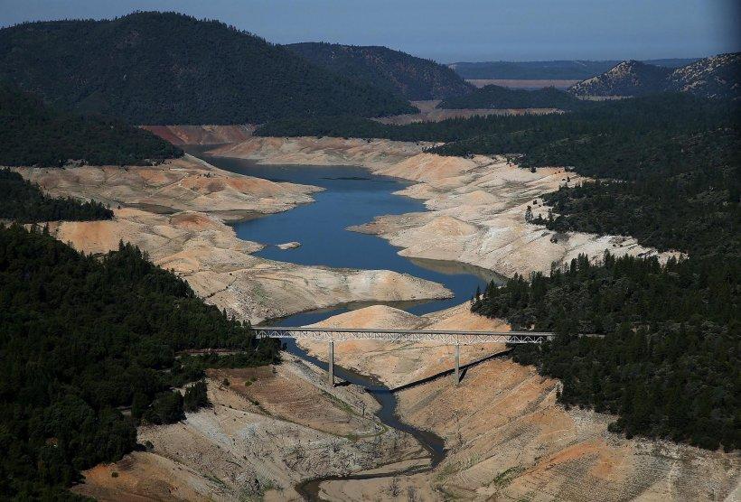 """""""Ne confruntăm cu o secetă cum nu am mai văzut"""". California impune restricţii la consumul de apă"""