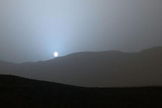 Apus de Soare pe Marte surprins de roverul Curiosity