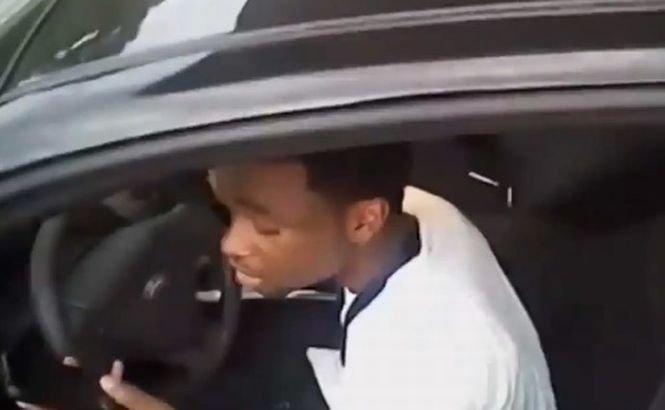 Un poliţist a scăpat cu câteva zgârieturi, după ce a fost târât de maşina unui suspect de furt (VIDEO)