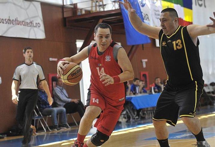 Victor Ponta şi-a luxat piciorul la baschet