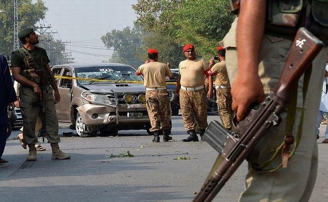 Un terorist sinucigaş a omorât şapte soldaţi în NV Pakistanului